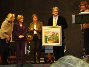 La premiazione della Sig.ra Robiolio. Da sinistra: J. Stradaioli, la Presidente del Premio L. Fiorini, D. Robiolio, il Sindaco di Pratovecchio A. Fiorini e V. Bisti